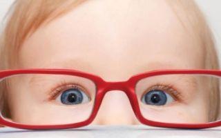 Когда новорожденный малыш начинает видеть?
