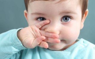 Причины возникновения и лечение белых соплей у ребенка