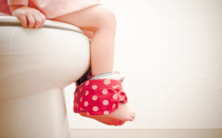 Причины поноса (диареи) у ребенка без температуры и первая помощь