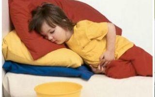 Как помочь ребёнку, если у него рвота и болит живот