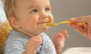 Что делать, если ребёнок после кормления много срыгивает