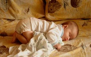 Прыщи у новорожденных детей: причины и уход