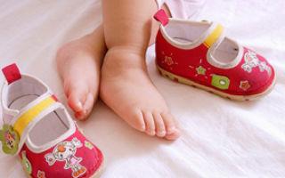 Как выбирать первую обувь для ребенка