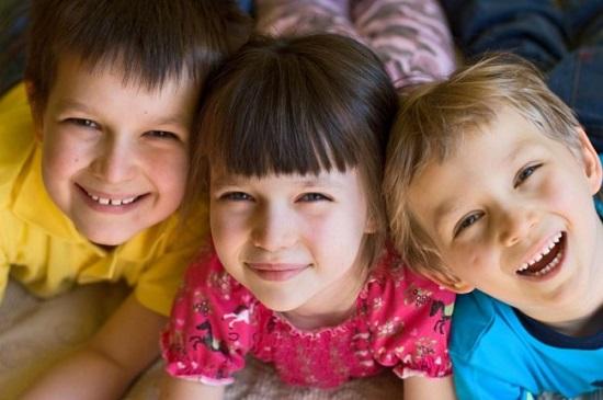 смеющиеся дети