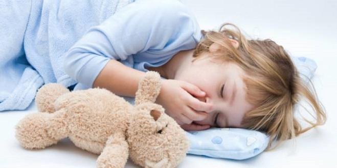 Спящий ребенок кашляет