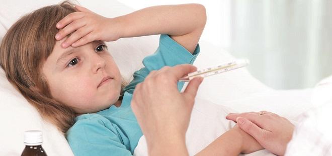 Болеющий менингитом ребенок