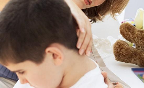 Красные прыщики у ребенка на шее