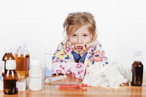 девочка с гриппом и лекарства