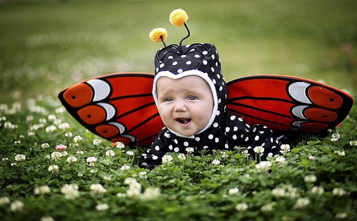 ребёнок на лужайке