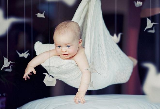 малыш летает