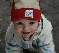 малыш в шапке