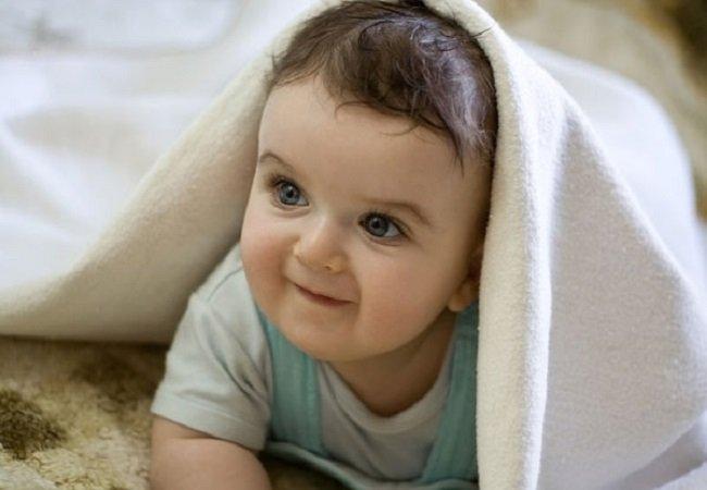 кроха под одеялом