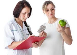 доктор назначает беременной яблоки и таблетки