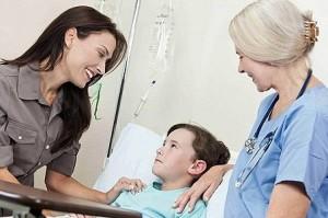 Ребенок с мамой на приёме у врача