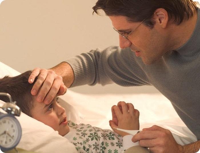 Мальчик больной в постели