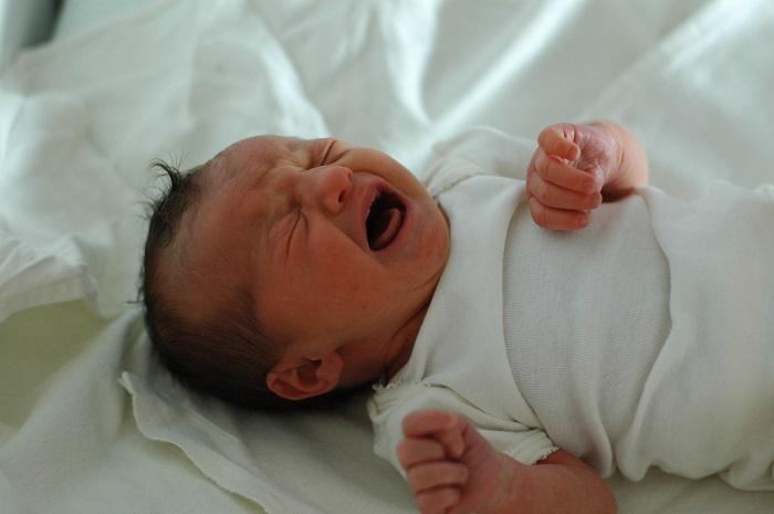 Плачет младенец