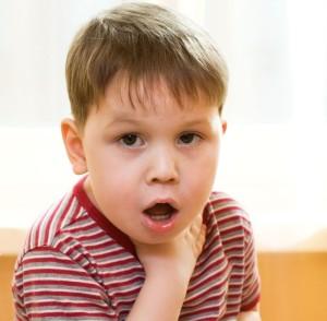 У мальчика ангина и боль в горле