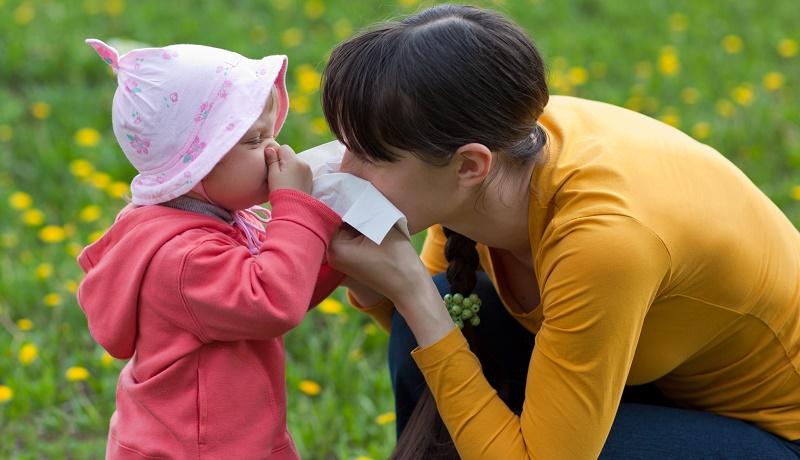 Мама и малышка страдают аллергией