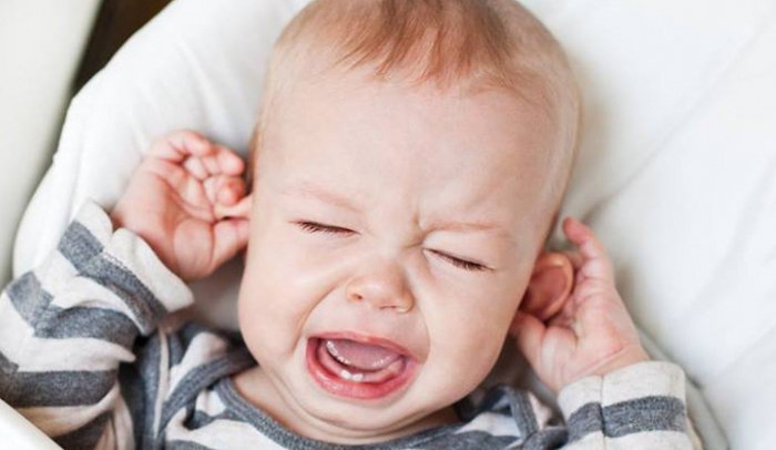 Ребёнок плачет от боли в ушах