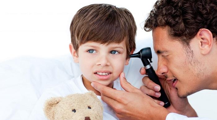 Ребенок на осмотре врача