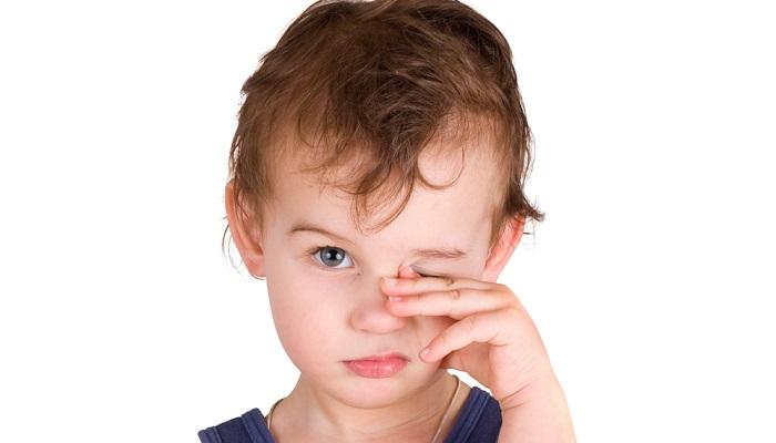 Слезится глаз у ребенка 9 месяцев