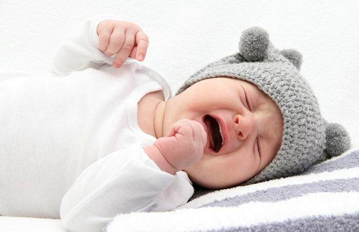 Плачущий ребенок при коликах будет плакать долго