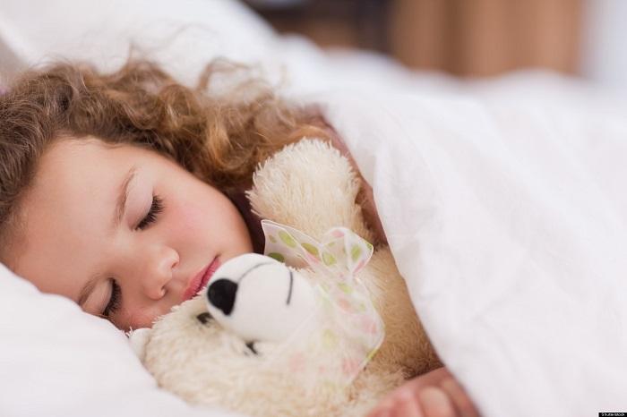 Спящая девочка с эпилепсией
