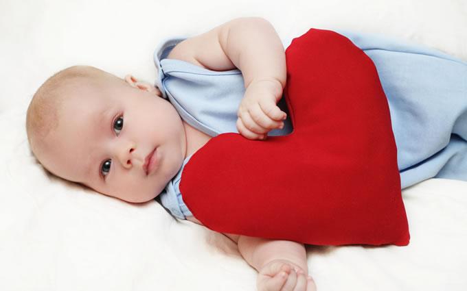 Ребенок и сердечко