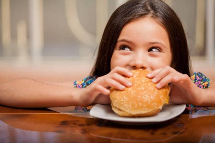 Переедание - причина диспепсии у детей