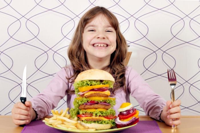 Неправильное питание - следствие себорейных корочек на голове у ребенка