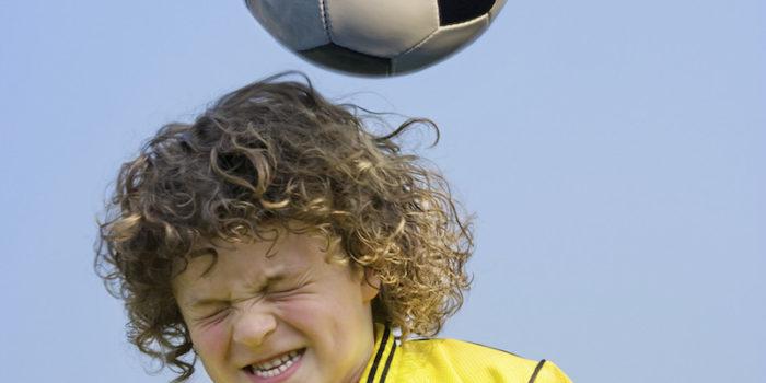 футбольный мя - источник сотрясения