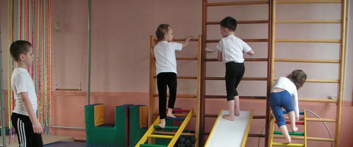 Дети развивают свой позвоночник
