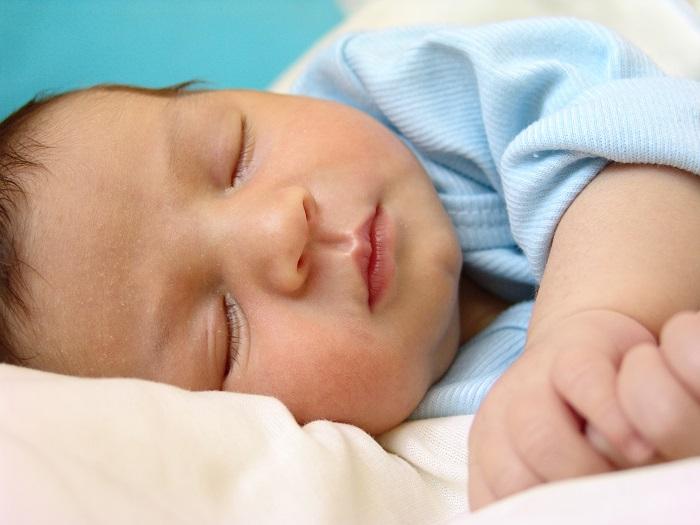 Спящий мальчик с фимозом